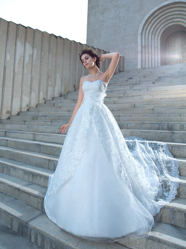 Chapel Train Ball Gown Sweetheart Sleeveless Lace Wedding Dresses