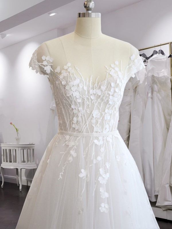Court Train A-Line/Princess V-neck Short Sleeves Chiffon Wedding Dresses