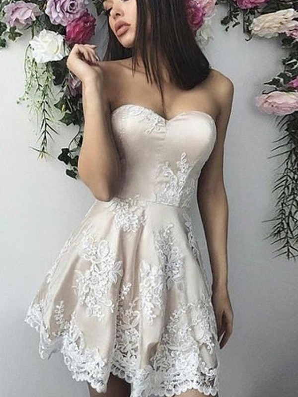 A-Line/Princess Lace Applique Sweetheart Sleeveless Short/Mini Homecoming Dress