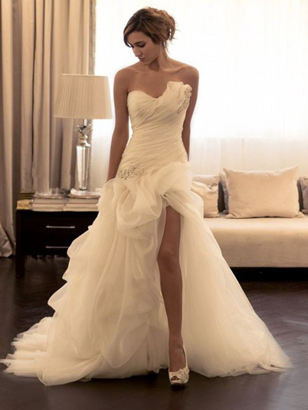 Sweep/Brush Train Ball Gown Sweetheart Sleeveless Beading Organza Wedding Dresses
