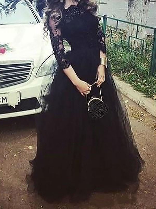 Floor-Length Ball Gown Bateau 3/4 Sleeves Lace Tulle Dresses