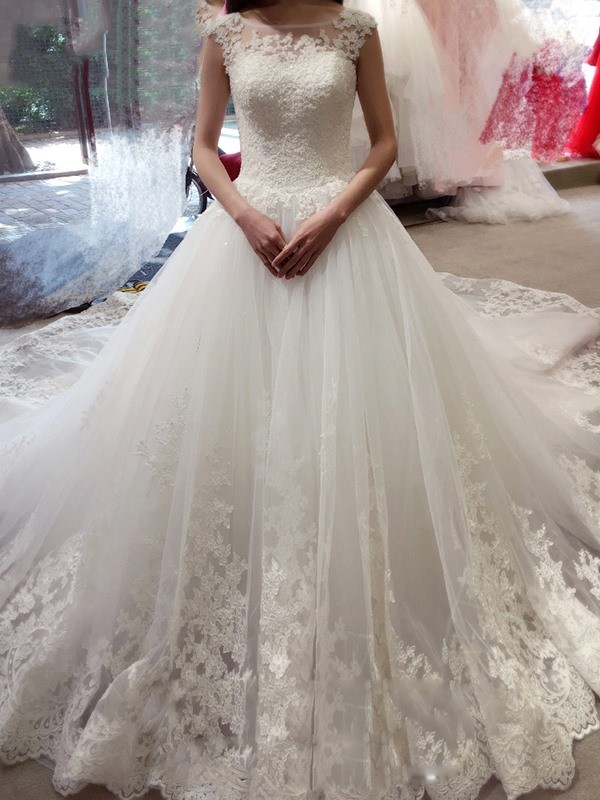 Chapel Train Ball Gown Bateau Sleeveless Applique Tulle Wedding Dresses