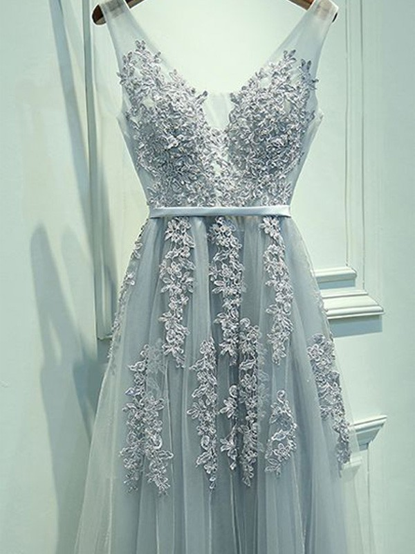 Floor-Length A-Line/Princess V-neck Sleeveless Applique Tulle Dresses