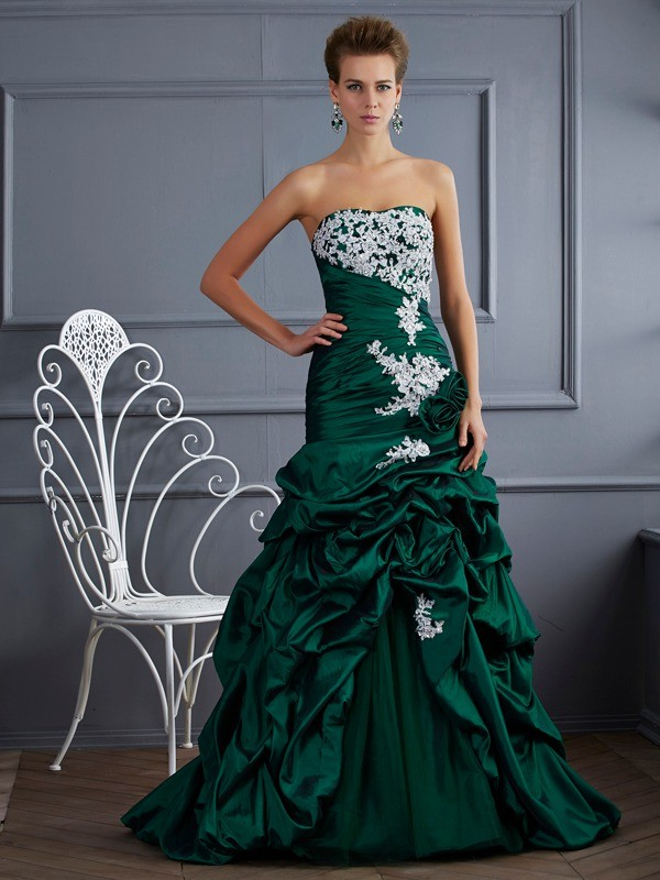 Sweep/Brush Train Ball Gown Strapless Sleeveless Applique Taffeta Dresses