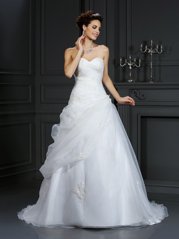 Court Train Ball Gown Sweetheart Sleeveless Beading Organza Wedding Dresses