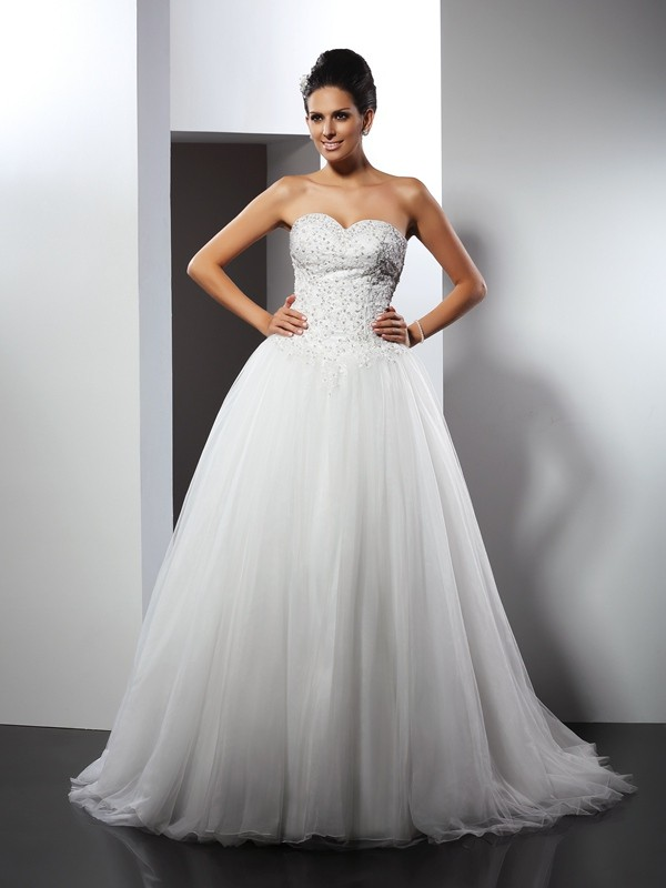 Chapel Train A-Line/Princess Sweetheart Sleeveless Applique Net Wedding Dresses