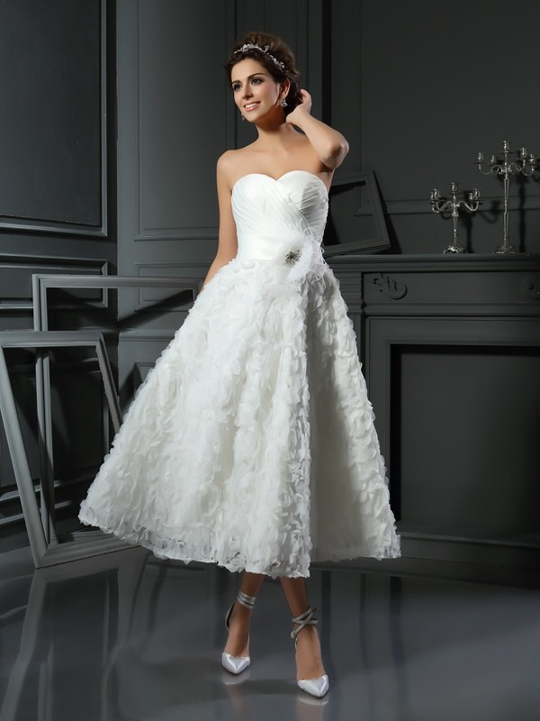 Tea-Length A-Line/Princess Sweetheart Sleeveless Bowknot Satin Wedding Dresses