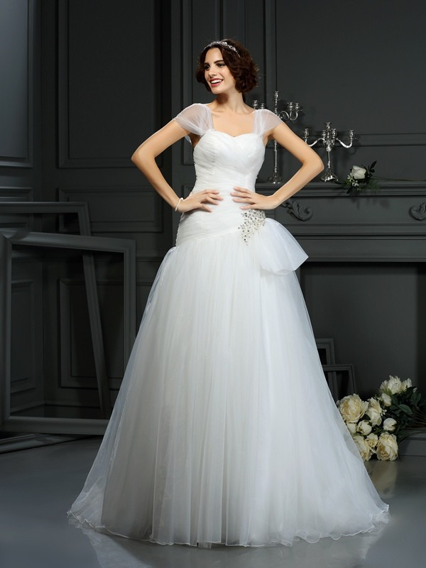 Court Train A-Line/Princess Sweetheart Sleeveless Beading Organza Wedding Dresses