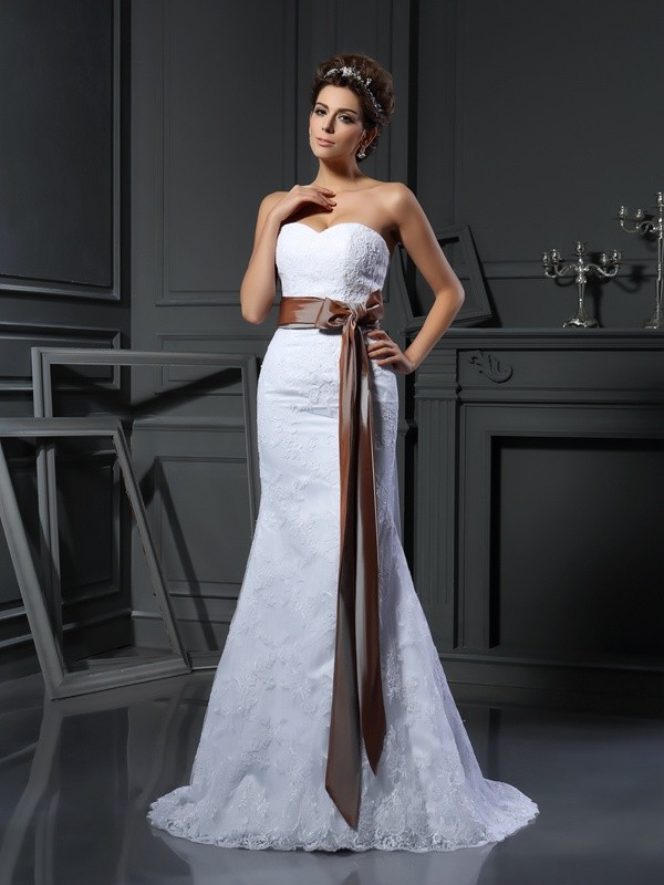 Court Train Sheath/Column Sweetheart Sleeveless Applique Net Wedding Dresses