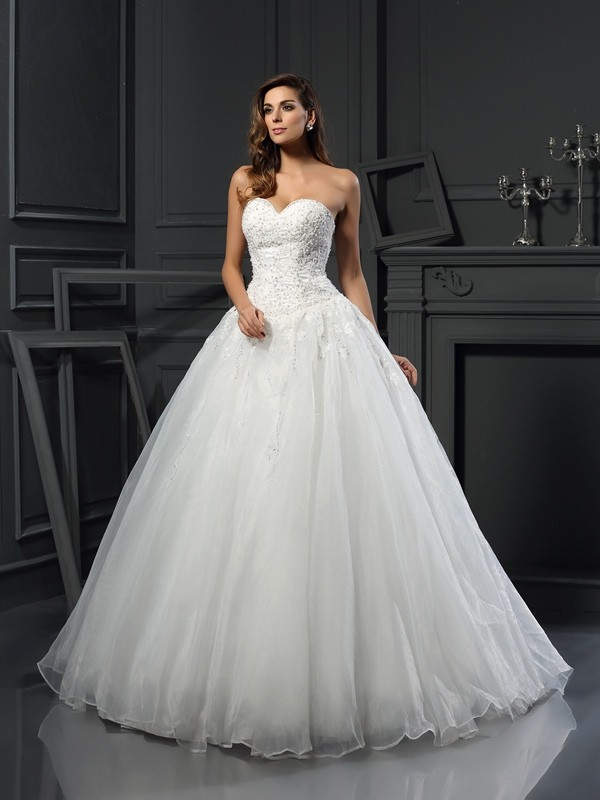 Court Train Ball Gown Sweetheart Sleeveless Beading Tulle Wedding Dresses