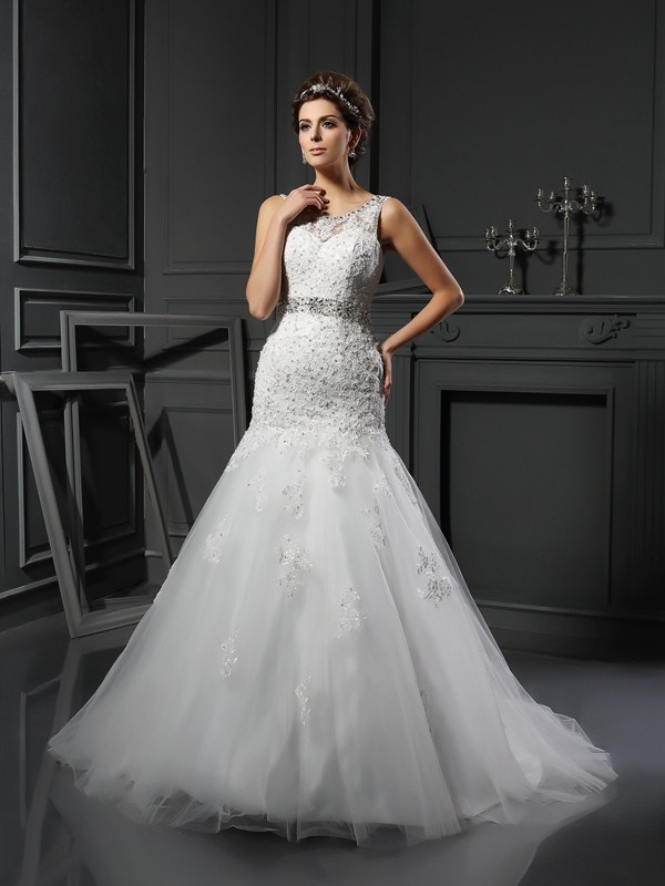 Court Train Sheath/Column Scoop Sleeveless Applique Net Wedding Dresses