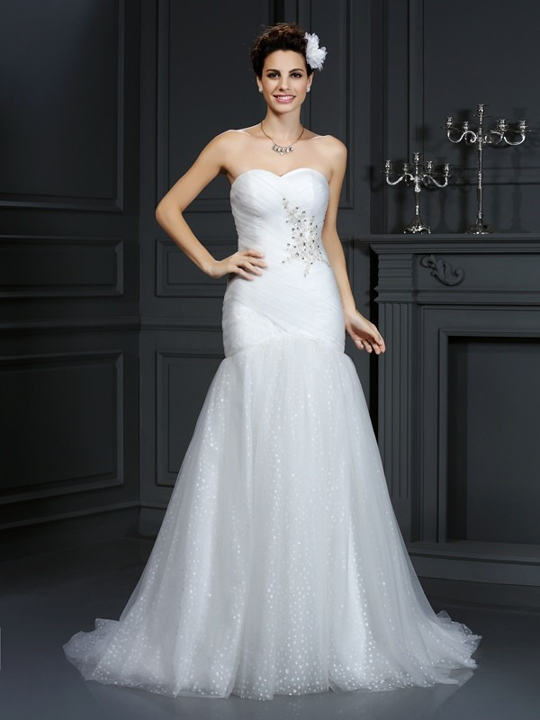 Court Train Sheath/Column Sweetheart Sleeveless Beading Net Wedding Dresses