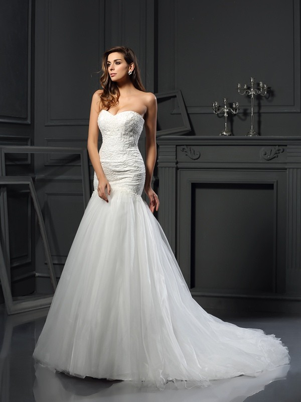 Chapel Train Trumpet/Mermaid Sweetheart Sleeveless Applique Tulle Wedding Dresses