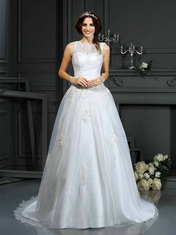 Court Train A-Line/Princess Scoop Sleeveless Applique Net Wedding Dresses