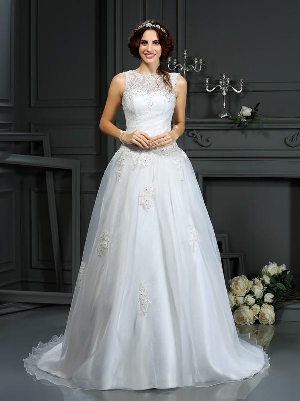 Court Train A-Line/Princess Scoop Sleeveless Applique Net Wedding Dresses