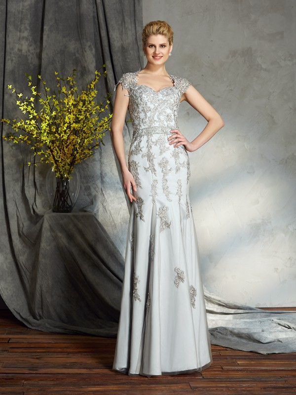 Floor-Length Sheath/Column Sweetheart Sleeveless Applique Satin Mother of the Bride Dresses
