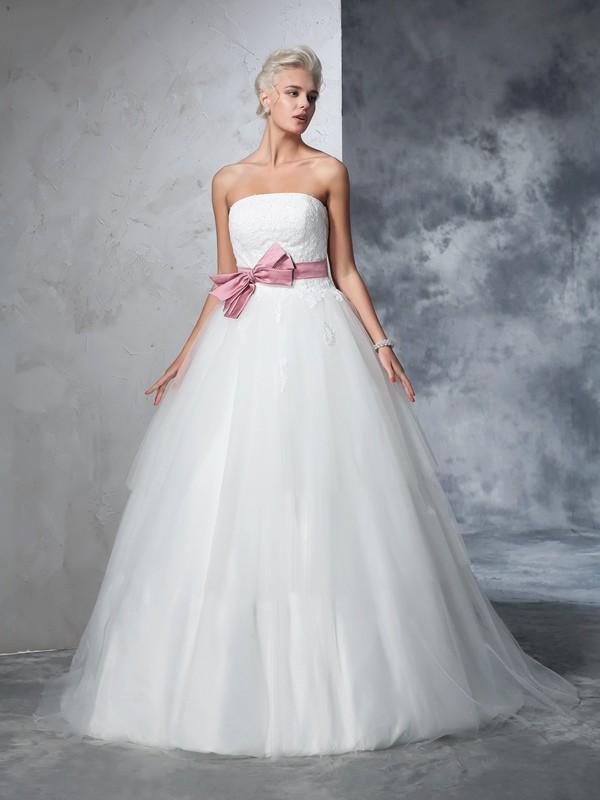 Court Train Ball Gown Strapless Sleeveless Bowknot Net Wedding Dresses