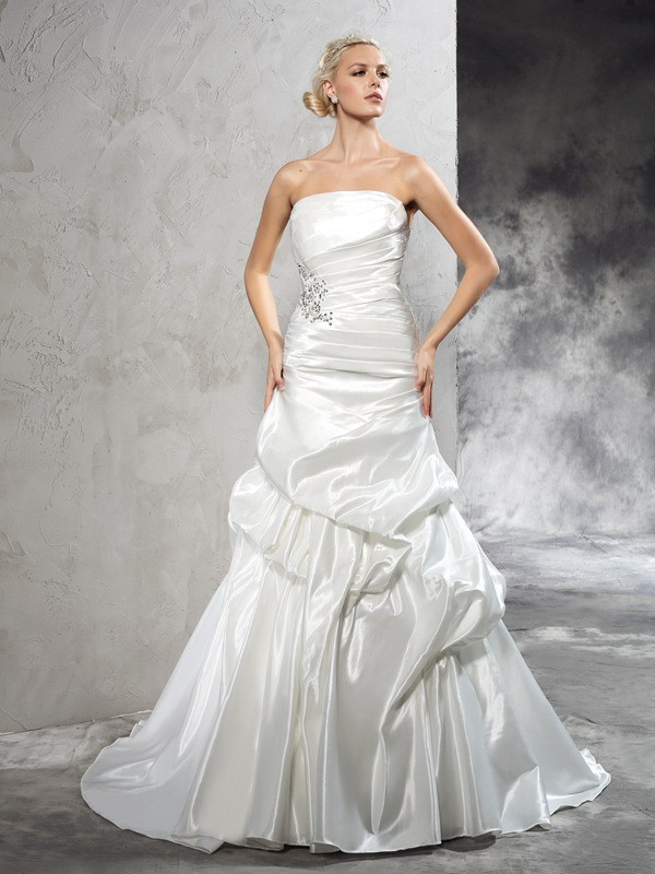 Court Train Sheath/Column Strapless Sleeveless Pleats Satin Wedding Dresses