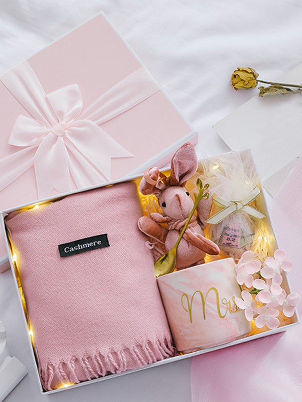 Pretty Wedding Gift Box For Bridesmaid