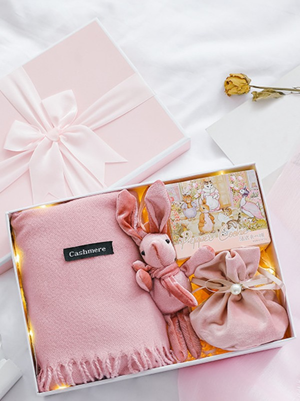 Fascinating Wedding Gift Box For Bridesmaid