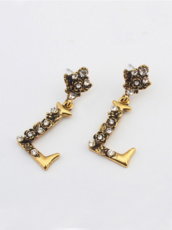 Fashion Trends Occident Retro Punk Personality Alphabet Stud Hot Sale Earrings