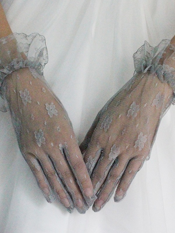 Elegant Tulle Wrist Length Wedding Gloves