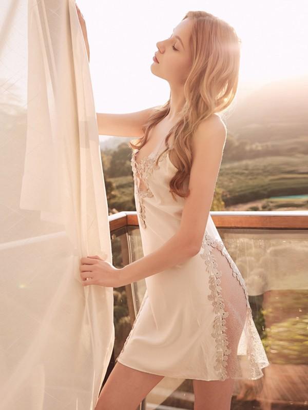 Charming Silk like Satin Applique Pajamas