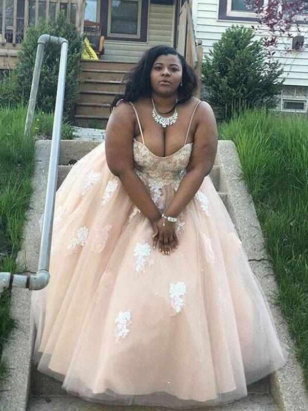 Floor-Length Ball Gown Spaghetti Straps Sleeveless Applique Tulle Dresses