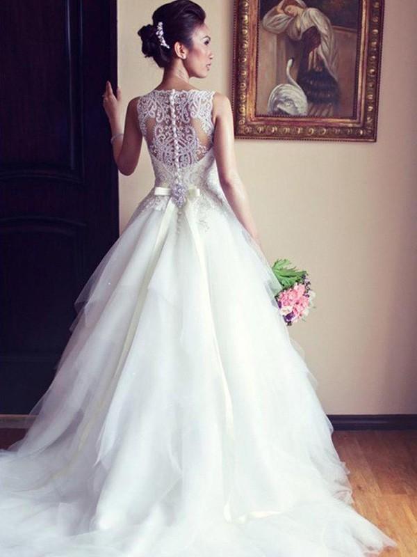 Chapel Train A-Line/Princess Sleeveless Scoop Tulle Wedding Dresses