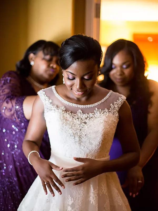 Floor-Length A-Line/Princess Sleeveless Scoop Tulle Wedding Dresses