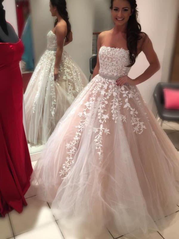 Floor-Length Ball Gown Strapless Chiffon Wedding Dresses