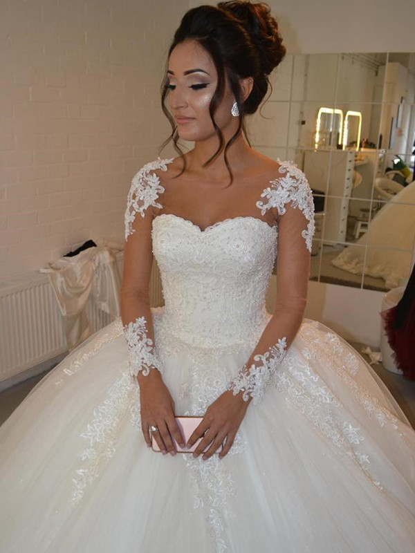Court Train Ball Gown Scoop Tulle Wedding Dresses