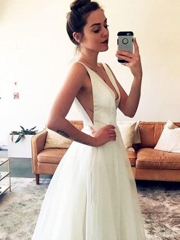 Sweep/Brush Train A-Line/Princess V-neck Tulle Wedding Dresses