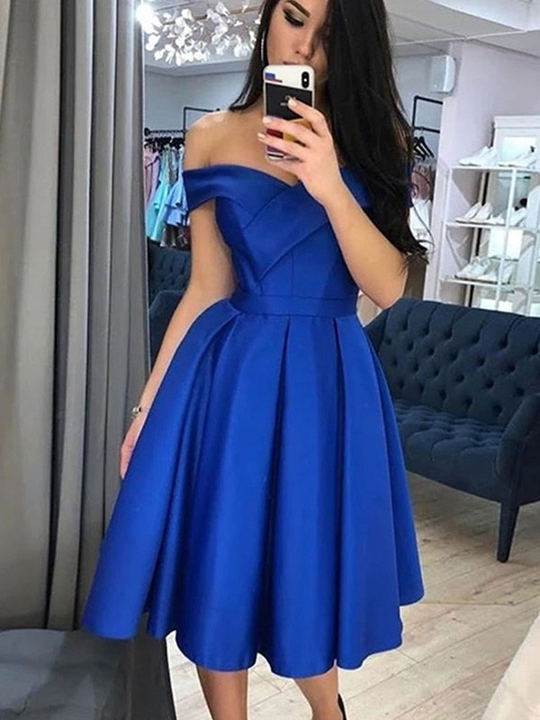 A-Line/Princess Satin Ruffles Off-the-Shoulder Sleeveless Knee-Length Homecoming Dresses