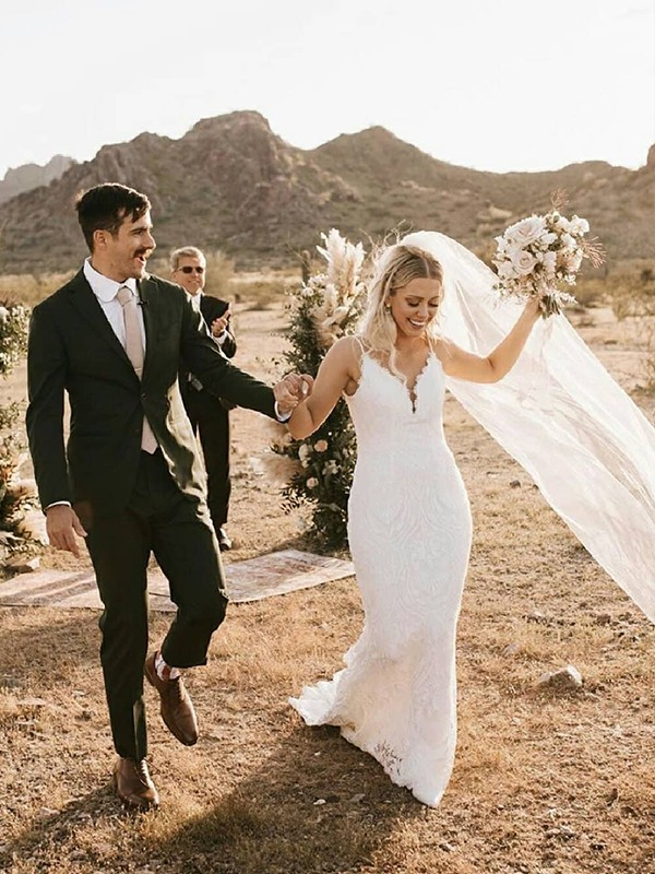 Sheath/Column Lace Applique Spaghetti Straps Sleeveless Sweep/Brush Train Wedding Dresses