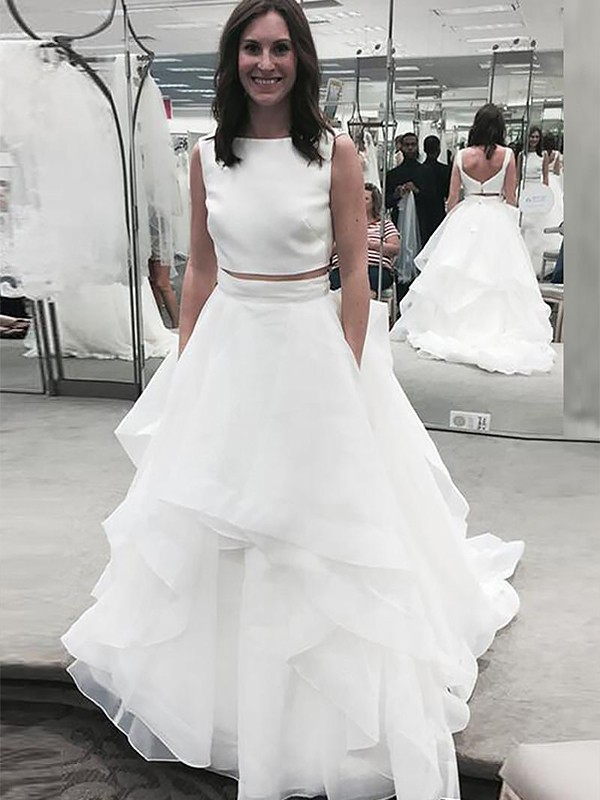 Court Train A-Line/Princess Sleeveless Bateau Chiffon Wedding Dresses