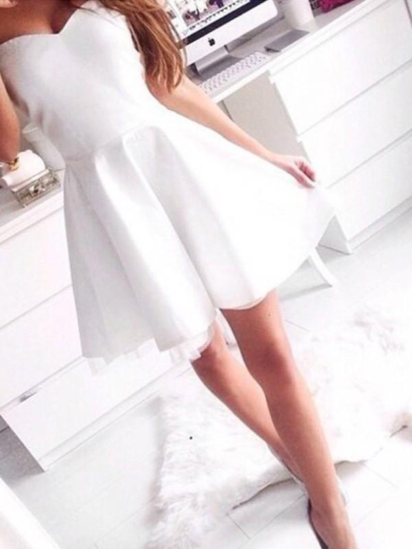 Short/Mini A-Line/Princess Sweetheart Sleeveless Beading Satin Dresses