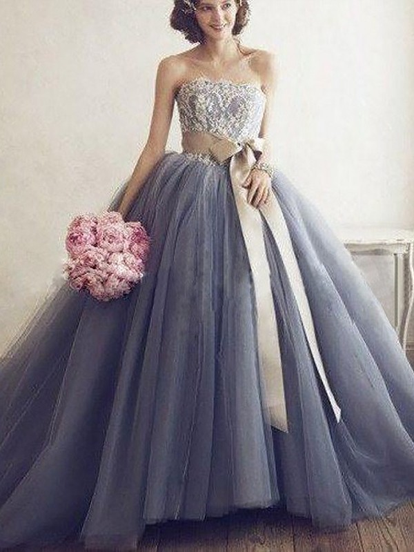 Sweep Train Ball Gown Sweetheart Sleeveless Applique Tulle Dresses