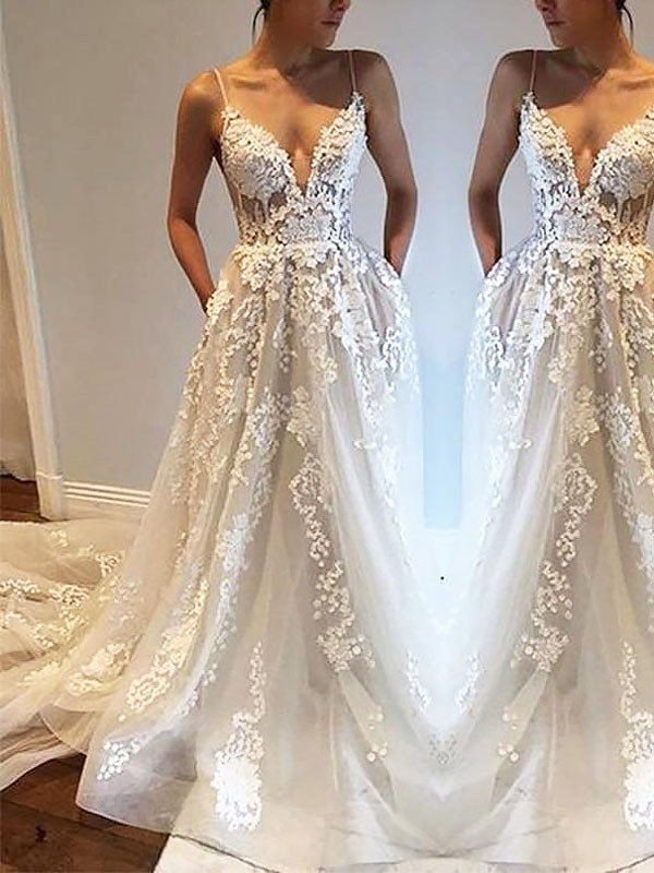 Court Train A-Line/Princess Sleeveless Spaghetti Straps Tulle Wedding Dresses