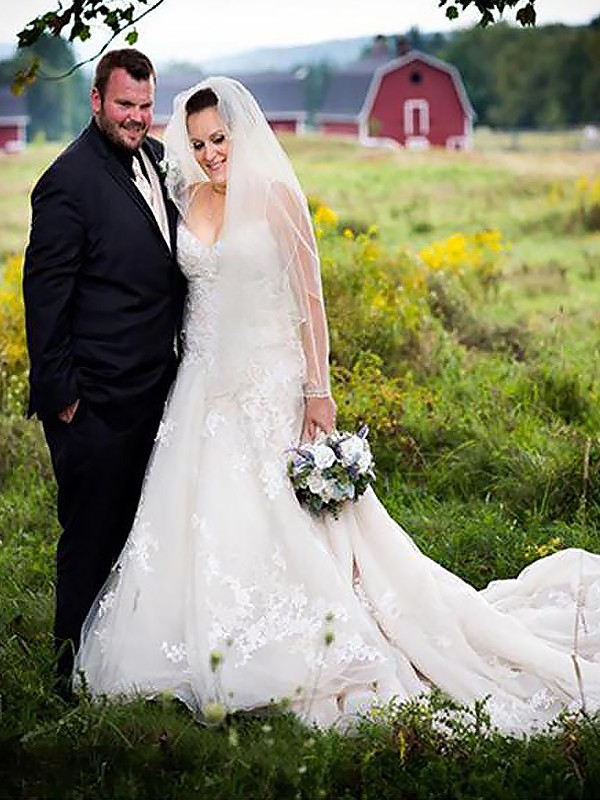 Court Train A-Line/Princess Sleeveless Spaghetti Straps Tulle Wedding Dresses