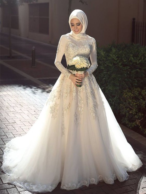 Sweep/Brush Train Ball Gown Jewel Long Sleeves Tulle Dresses